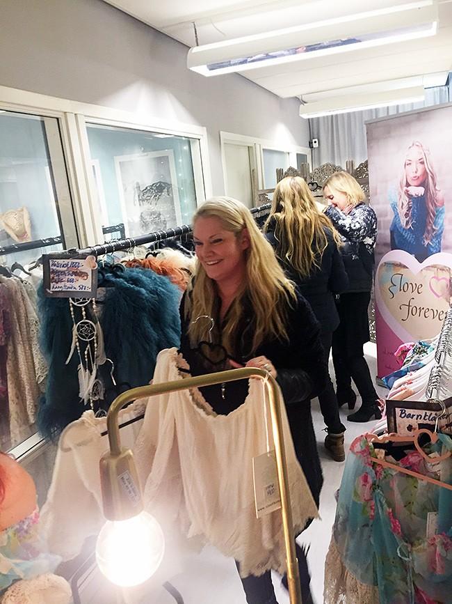 2016-02-25170158-shoproom