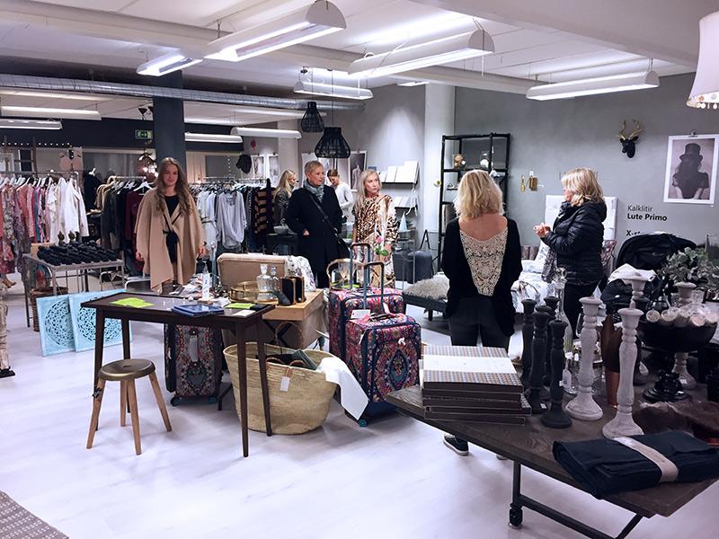 img_0213-shoproom